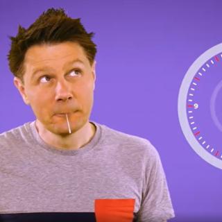 André Gatzke mit einem Lolli-Test im Mund